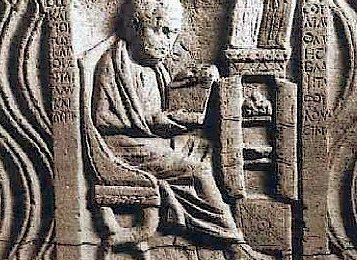 antiker Gelehrter mit Büchern