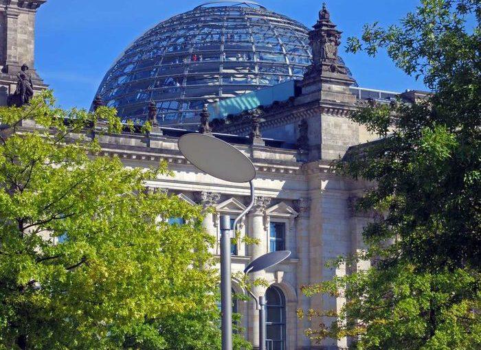 Berlin, Reichstag mit Glaskuppel