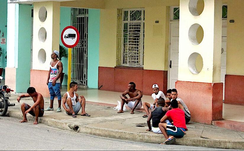 Jugendliche Kubaner ohne Arbeit